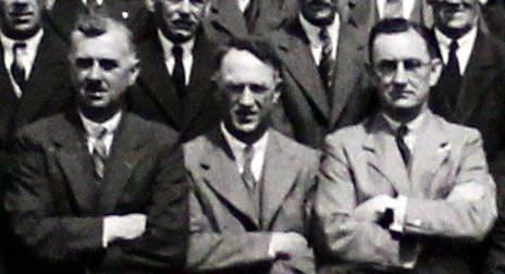 Proinsias Mac Ionnraic, Harry Ó Colla agus Oscar Mac Tréinfhir i ngrianghraf dubh agus bán d'Óglaigh na hÉireann, Complacht F, An Dara Cathlán, Briogáid Bhaile Átha Cliath (1913-1921). IE/AL/IMG/375 [c.1941-1966]. Leabharlann Allen.